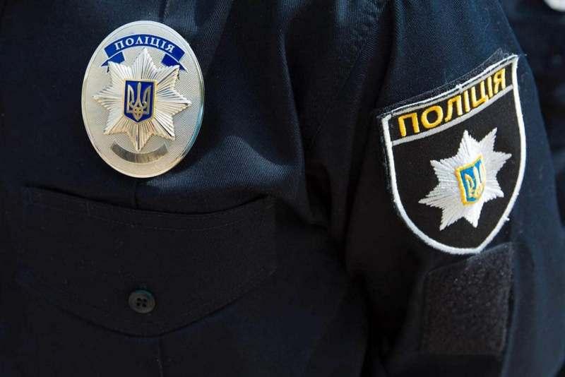 В Киеве карманница украла у пенсионерки около тысячи гривен и сразу попалась в руки полицейским